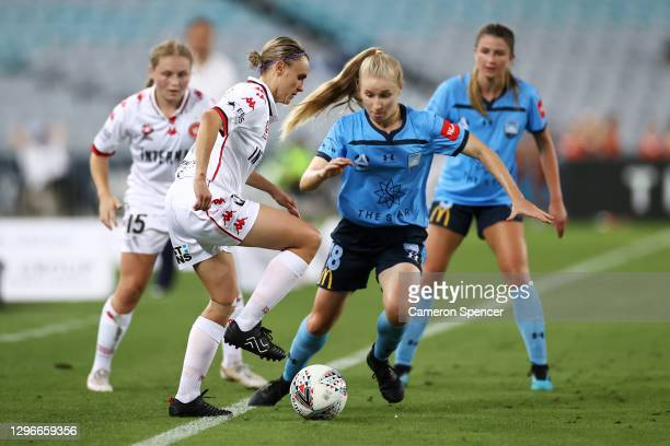 Olivia Price of the Wanderers and Taylor Ray of Sydney FC contest the ball during the round four W-League match between Sydney FC and the Western...