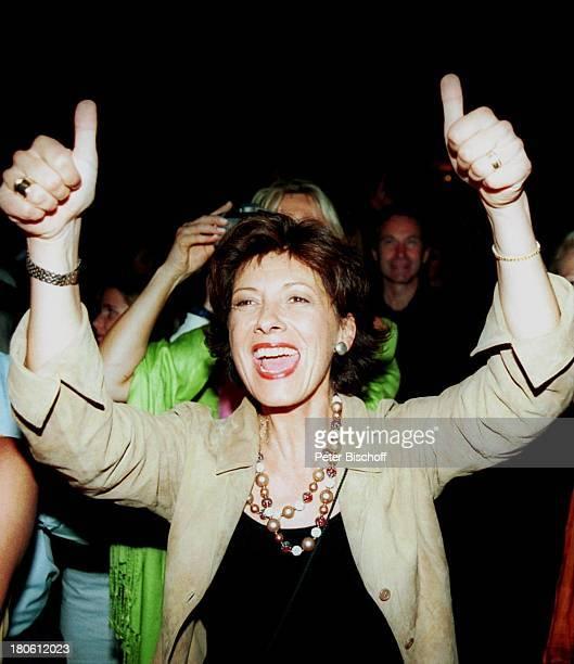 Olivia Silhavy VorabFeier zum 50Geburtstag von A l b e r t F o r t e l l Burgfest auf Burg Oberkapfenberg Kapfenberg/Österreich Feier Party Applaus