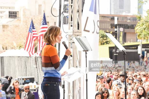 Olivia Wilde attends March For Our Lives Los Angeles on March 24, 2018 in Los Angeles, California.