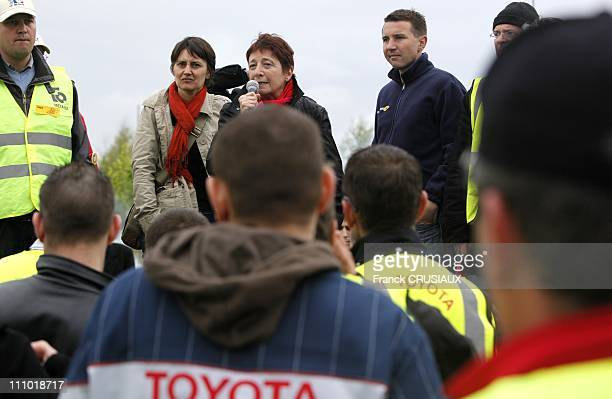 Olivier Besancenot spokesman for the New AntiCapitalist Party Arlette Laguiller and Natalie Arthaud spokesman Ouvriere Struggle meet the striking...