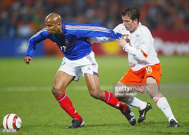Olivier Dacourt of France is callenged by Rafael van der Vaart of Holland during the International Friendly match between Holland and France at...