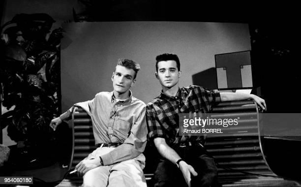 Olivier Dorgeon et JeanLuc Delarue font la promotion de la chaine TV6 et la vente d'une partie des spots publicitaires en direct Paris octobre 1986...
