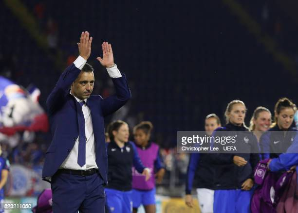 Olivier Echouafni head coach of France appaulds the fans during the UEFA Women's Euro 2017 Group C match between Switzerland and France at Rat...