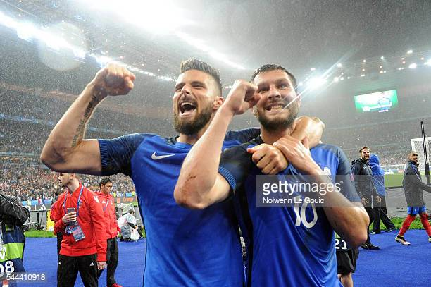 Olivier Giroud and Andre Pierre Gignac of France celebrate victory during the UEFA Euro 2016 Quarter Final between France and Iceland at Stade de...