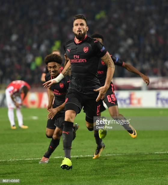 Olivier Giroud celebrates scoring Arsenal's goal during the UEFA Europa League group H match between Crvena Zvezda and Arsenal FC at Rajko Mitic...