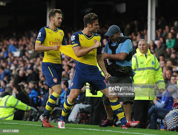 Olivier Giroud celebrates scoring the 2nd Arsenal goal with Aaron Ramsey during the Barclays Premier League match between Everton and Arsenal at...