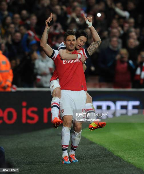 Olivier Giroud celebrates scoring the 2nd Arsenal goal with Tomas Rosicky during the Barclays Premier League match between Arsenal and West Ham...
