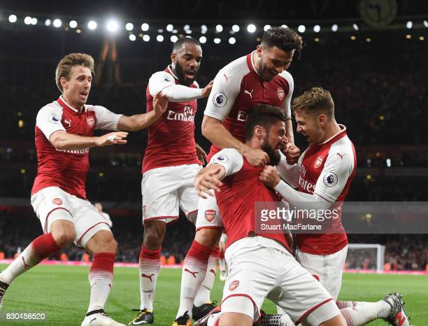 Olivier Giroud celebrates scoring the 4th Arsenal goal with Aaron Ramsey Alex Lacazette Nacho Monreal and Sead Kolasinac during the Premier League...