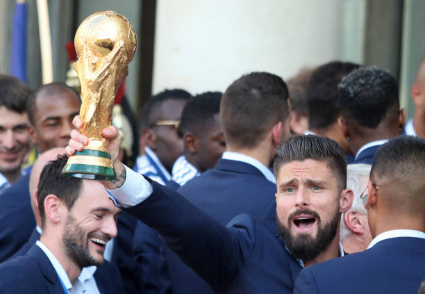 FOOT MASCULIN COUPE DU MONDE 2018 - Page 36 Olivier-giroud-holds-up-the-world-cup-trophy-as-french-president-picture-id1000232556?k=6&m=1000232556&s=612x612&w=0&h=T0P-owq7r0RpNmdX8mOpP0d63-FiWfk8tDrxNOhP4ow=