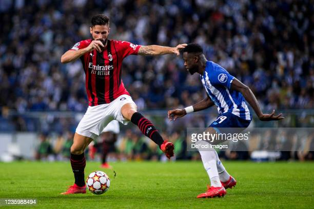 Olivier Giroud of AC Milan and Chancel Mbemba of FC Porto battle for the ball during the UEFA Champions League group B match between FC Porto and AC...