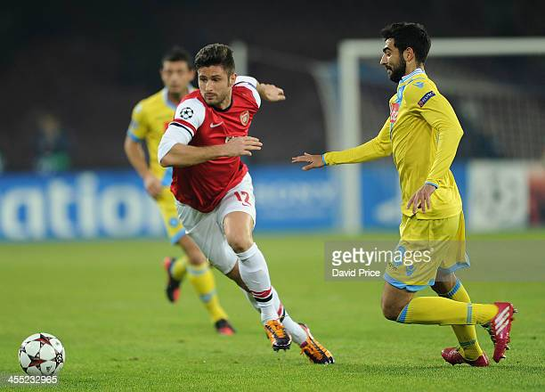 Olivier Giroud of Arsenal bursts past Raul Albiol of Napoli during the match Napoli against Arsenal in the UEFA Champions League at Stadio San Paolo...