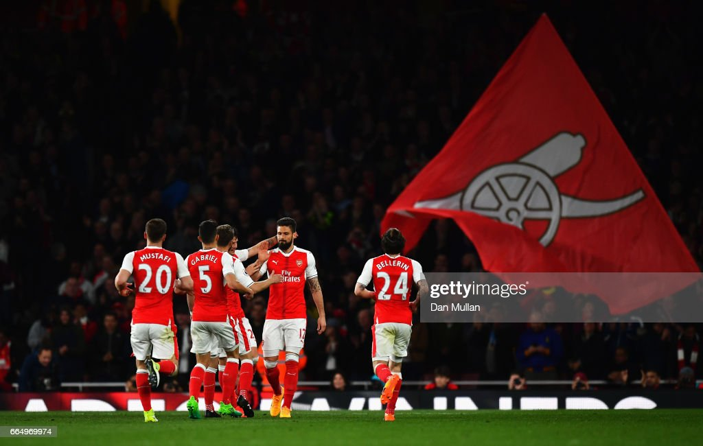 Olivier Giroud of Arsenal celebrates scoring his sides third goal with his Arsenal team mates during the Premier League match between Arsenal and West Ham United at the Emirates Stadium on April 5, 2017 in London, England.