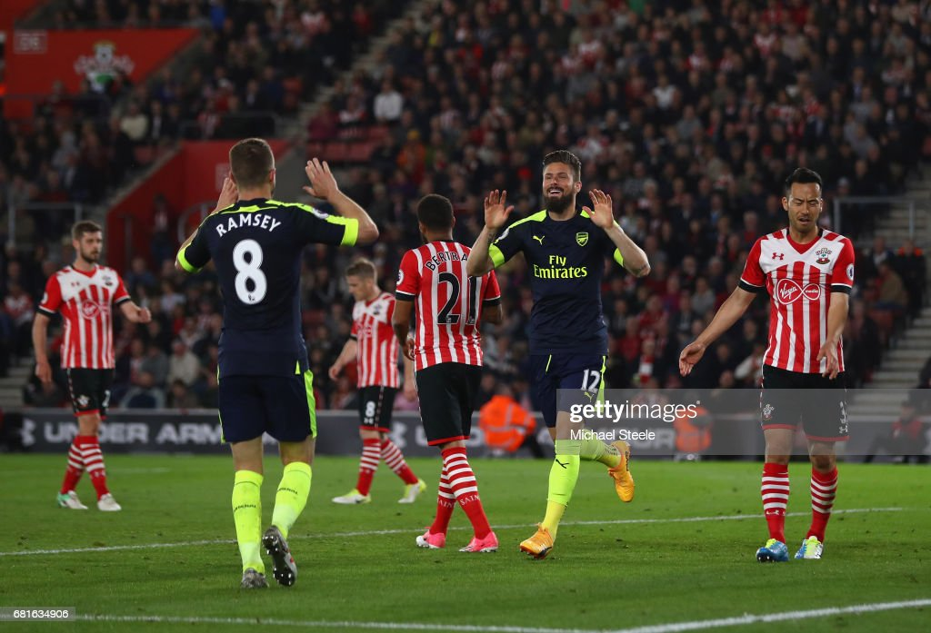 Olivier Giroud of Arsenal celebrates scoring his team's second goal with Aaron Ramsey of Arsenal during the Premier League match between Southampton and Arsenal at St Mary's Stadium on May 10, 2017 in Southampton, England.
