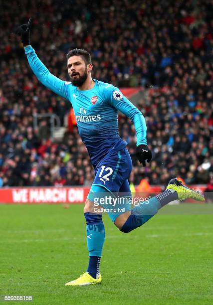 Olivier Giroud of Arsenal celebrates scoring the first Arsenal goal during the Premier League match between Southampton and Arsenal at St Mary's...