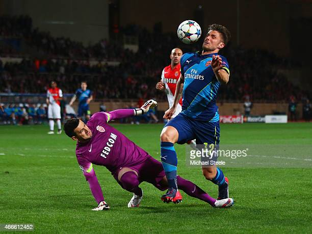Olivier Giroud of Arsenal evades goalkeeper Danijel Subasic of Monaco before scoring their first goal during the UEFA Champions League round of 16...