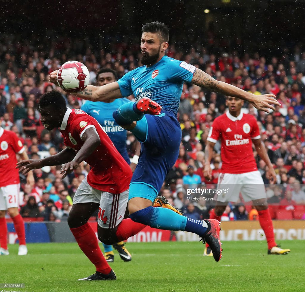Olivier Giroud of Arsenal Scores a goal during the Emirates Cup match between Benfica and Arsenal at The Emirates Stadium on July 29, 2017 in London, United Kingdom.