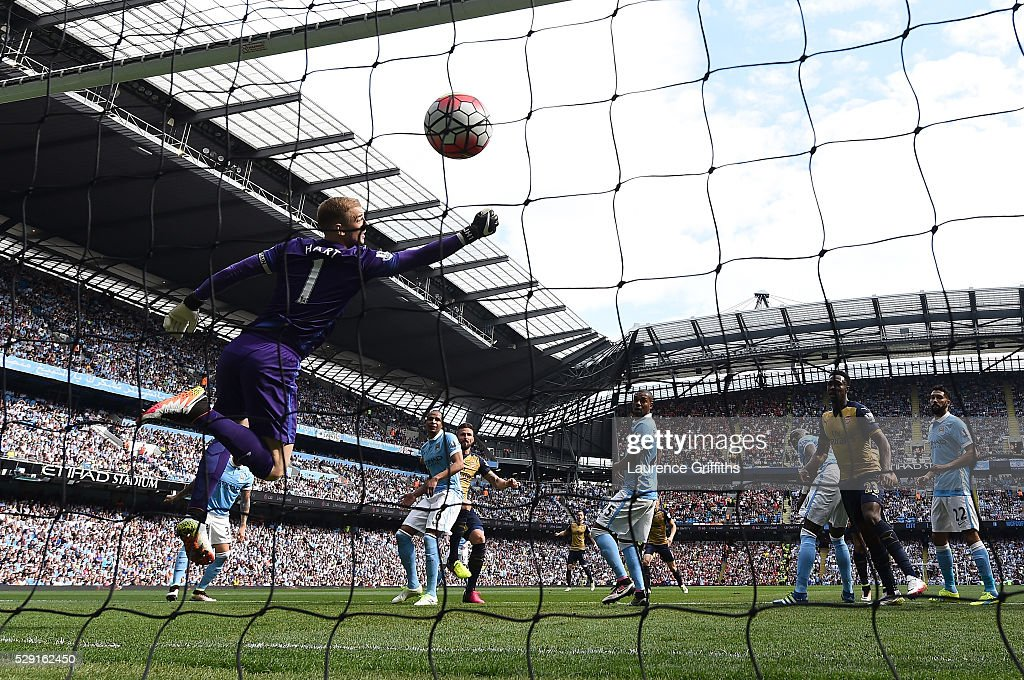 Olivier Giroud of Arsenal (c) scores his side's first goal past Joe Hart of Manchester City during the Barclays Premier League match between Manchester City and Arsenal at the Etihad Stadium on May 8, 2016 in Manchester, England.