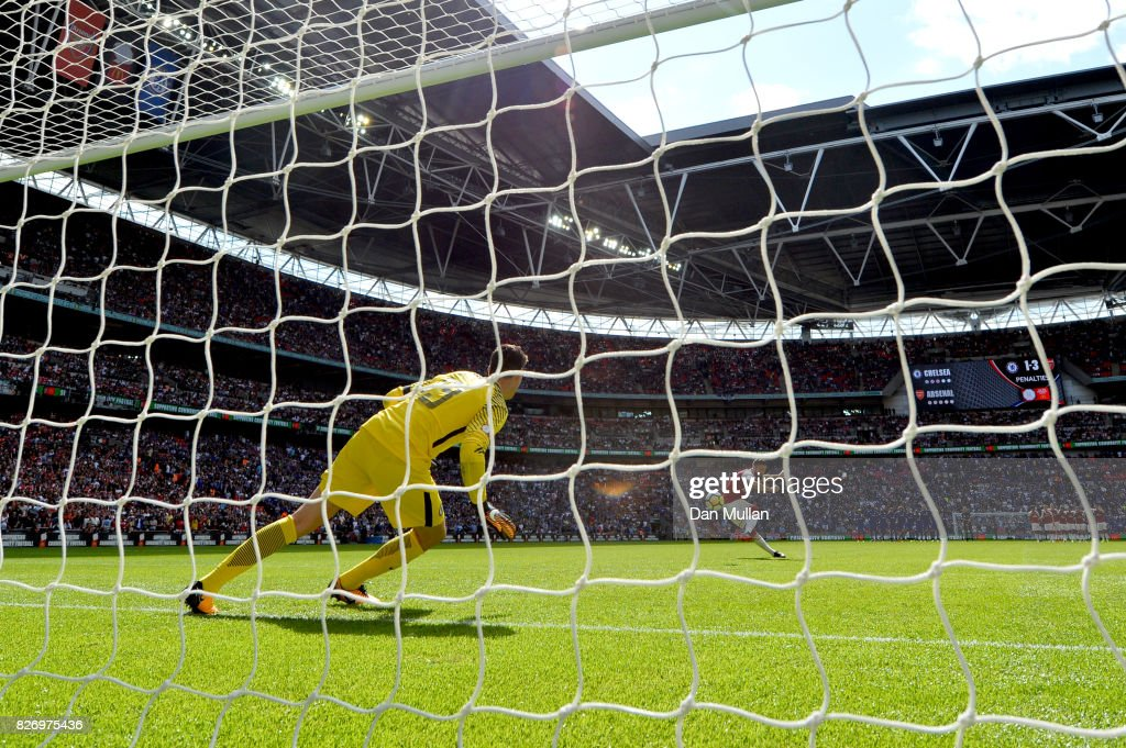 Olivier Giroud of Arsenal scores his sides fourth penalty in the penalty shoot out during the The FA Community Shield final between Chelsea and Arsenal at Wembley Stadium on August 6, 2017 in London, England.