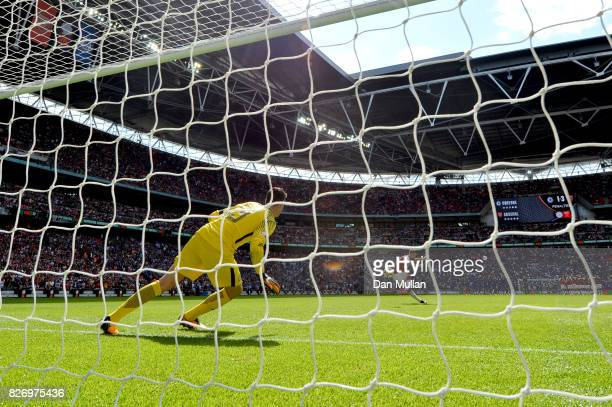 Olivier Giroud of Arsenal scores his sides fourth penalty in the penalty shoot out during the The FA Community Shield final between Chelsea and...