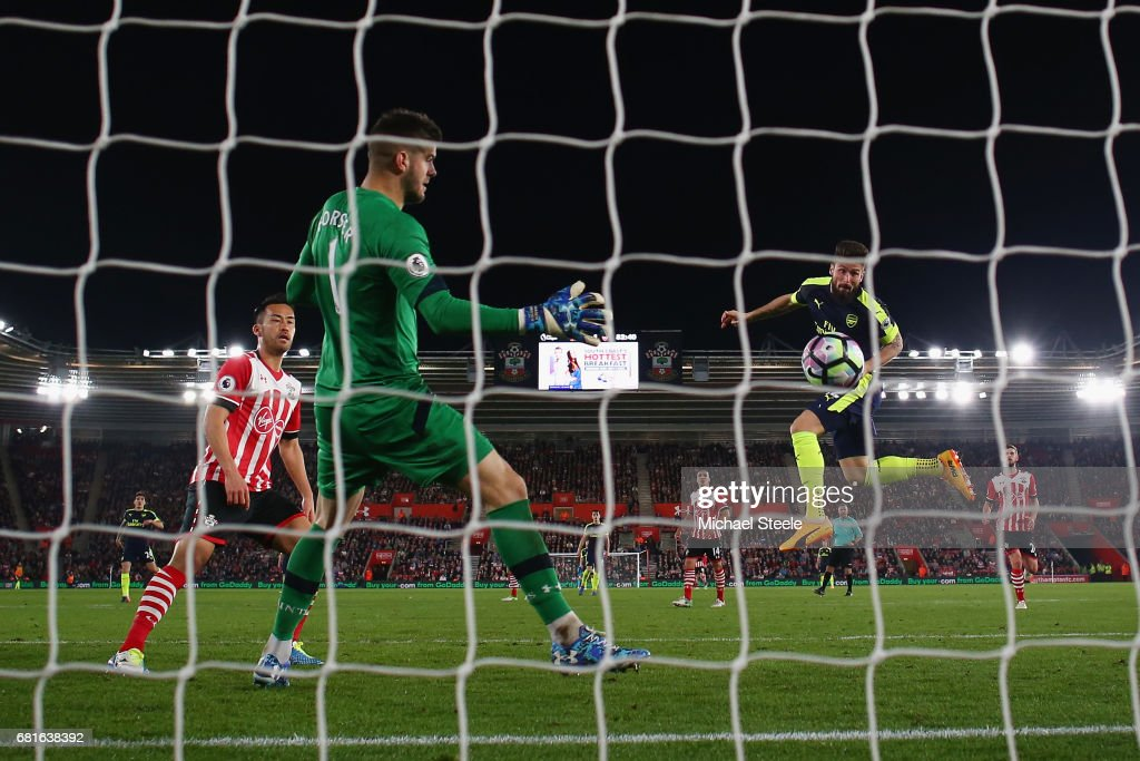 Olivier Giroud of Arsenal scores his team's second goal during the Premier League match between Southampton and Arsenal at St Mary's Stadium on May 10, 2017 in Southampton, England.