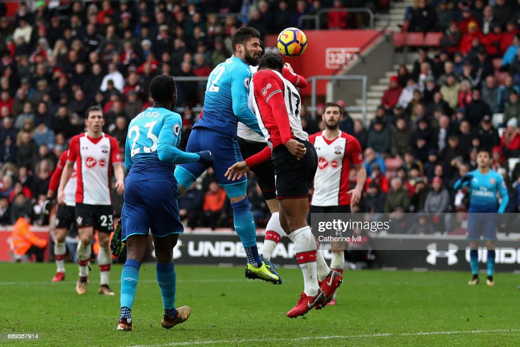 Olivier Giroud of Arsenal scores the first Arsenal goal during the Premier League match between Southampton and Arsenal at St Mary's Stadium on December 10, 2017 in Southampton, England.