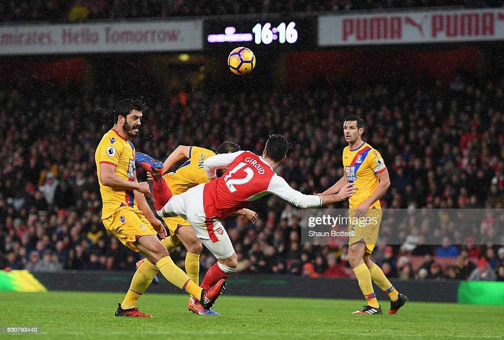 Olivier Giroud of Arsenal scores the opening goal during the Premier League match between Arsenal and Crystal Palace at Emirates Stadium on January 1, 2017 in London, England.
