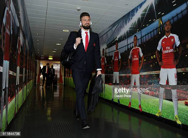 Olivier Giroud of Arsenal walks to the changing room before match between Arsenal and Barcelona the UEFA Champions League Round of 16 1st leg match...
