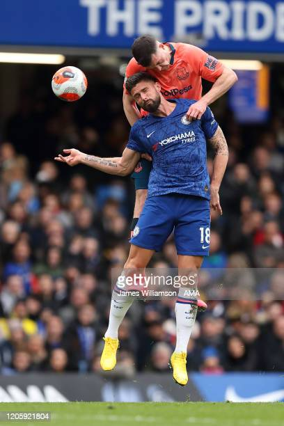 Olivier Giroud of Chelsea and Michael Keane of Everton during the Premier League match between Chelsea FC and Everton FC at Stamford Bridge on March...