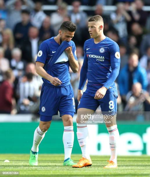 Olivier Giroud of Chelsea and Ross Barkley of Chelsea looks dejected after Newcastle United scored their third goal during the Premier League match...