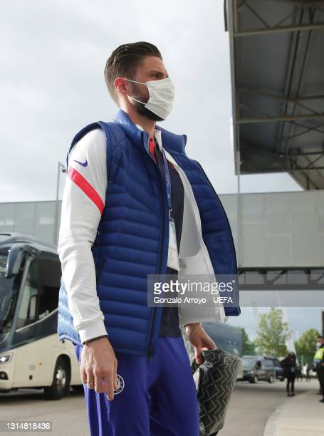 Olivier Giroud of Chelsea arrives at the stadium prior to the UEFA Champions League Semi Final First Leg match between Real Madrid and Chelsea FC at...