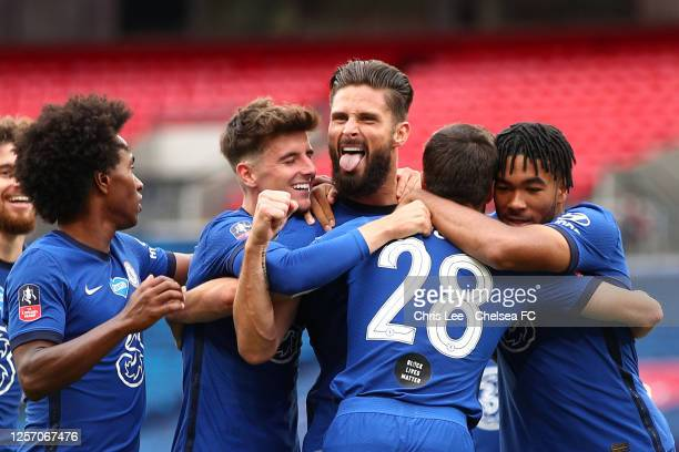 Olivier Giroud of Chelsea celebrates after scoring his sides first goal during the FA Cup Semi Final match between Manchester United and Chelsea at...