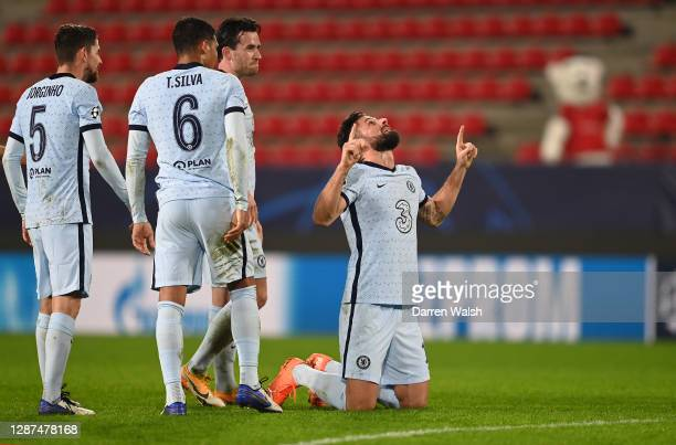 Olivier Giroud of Chelsea celebrates after scoring their sides second goal with team mates, Ben Chilwell, Thaigo Silva and Jorginho during the UEFA...