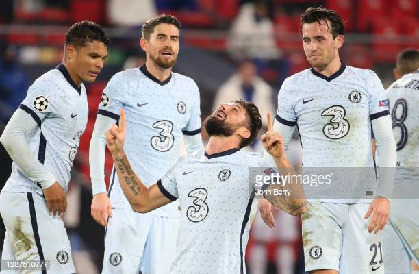 Olivier Giroud of Chelsea celebrates his goal Thiago Silva, Jorginho, Ben Chilwell and teammates during the UEFA Champions League Group E stage match...