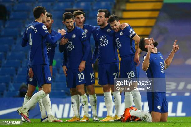 Olivier Giroud of Chelsea celebrates with team mates Andreas Christensen, Christian Pulisic, Mason Mount, Ben Chilwell and Cesar Azpilicueta after...