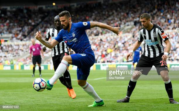 Olivier Giroud of Chelsea controls the ball as Florian Lejeune of Newcastle United looks on during the Premier League match between Newcastle United...