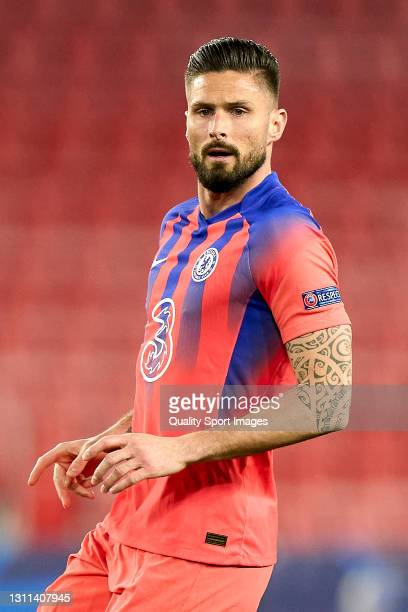 Olivier Giroud of Chelsea FC looks on during the UEFA Champions League Quarter Final match between FC Porto and Chelsea FC at Estadio Ramon Sanchez...