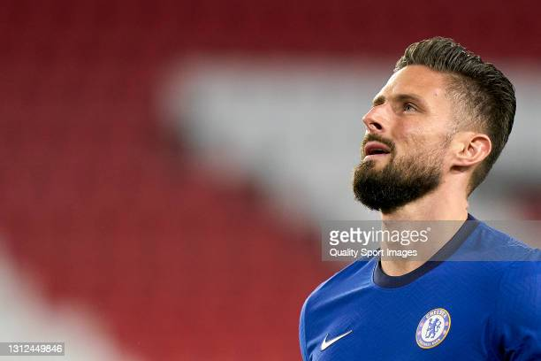 Olivier Giroud of Chelsea FC looks on during the UEFA Champions League Quarter Final Second Leg match between Chelsea FC and FC Porto at Estadio...