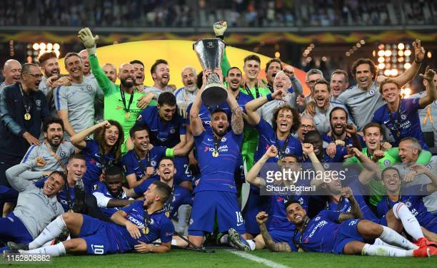 Olivier Giroud of Chelsea lifts the UEFA Europa League Trophy after the UEFA Europa League Final between Chelsea and Arsenal at Baku Olimpiya...