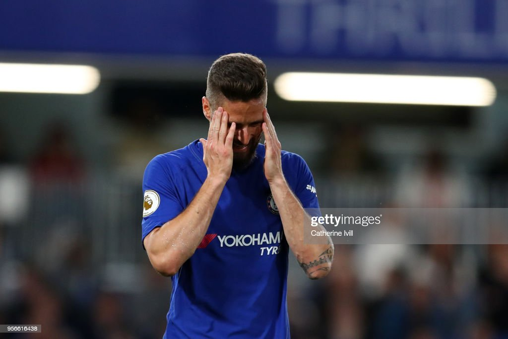 Chelsea v Huddersfield Town - Premier League : News Photo
