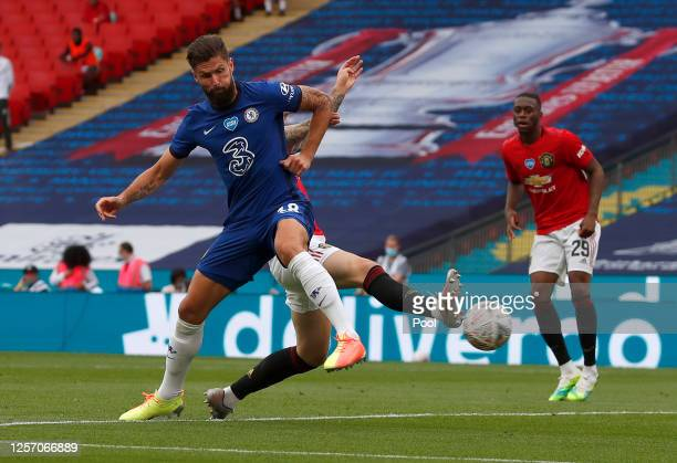 Olivier Giroud of Chelsea scores his teams first goal during the FA Cup Semi Final match between Manchester United and Chelsea at Wembley Stadium on...