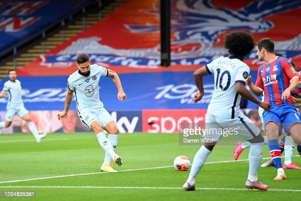 Olivier Giroud of Chelsea scores his team's first goal during the Premier League match between Crystal Palace and Chelsea FC at Selhurst Park on July...