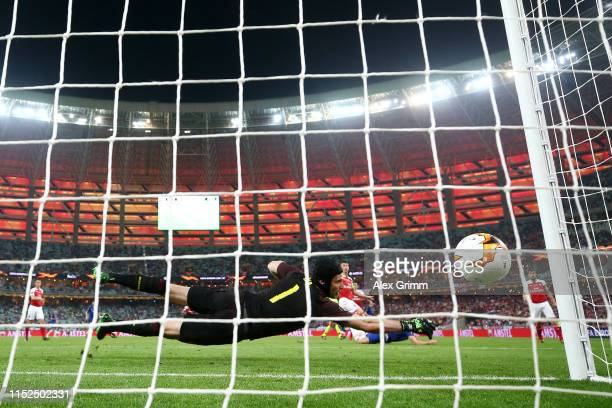 Olivier Giroud of Chelsea scores his team's first goal during the UEFA Europa League Final between Chelsea and Arsenal at Baku Olimpiya Stadionu on...