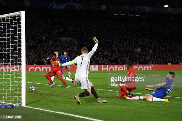 Olivier Giroud of Chelsea shoots wide during the UEFA Champions League round of 16 first leg match between Chelsea FC and FC Bayern Muenchen at...