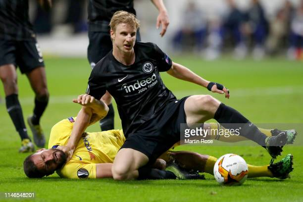 Olivier Giroud of Chelsea tangles with Martin Hinteregger of Eintracht Frankfurt during the UEFA Europa League Semi Final First Leg match between...