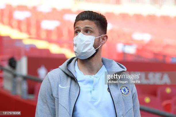 Olivier Giroud of Chelsea walks out for a pitch inspection prior to the Semi Final of the Emirates FA Cup match between Manchester City and Chelsea...