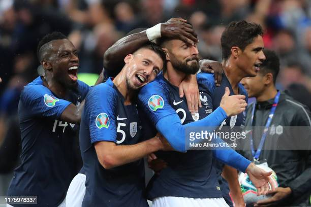 Olivier Giroud of France celebrates scoring a goal among his team mates during the UEFA Euro 2020 qualifier between France and Turkey on October 14,...