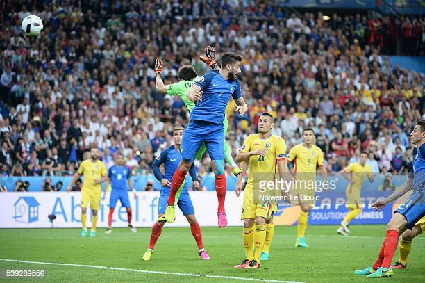 Olivier Giroud of France scores the first goal during the GroupA preliminary round match between France and Romania at Stade de France on June 10...