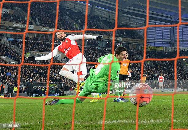 Olivier Giroud scores a goal for Arsenal past Eldin Jakupovic of Hull during the match between Hull City and Arsenal in the FA Cup 5th round at KC...