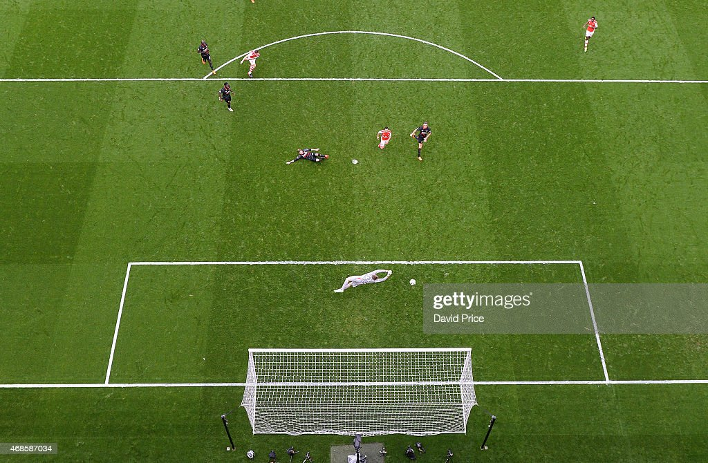 Olivier Giroud scores Arsenal's 4th goal past Simon Mignolet of Liverpool during the match between Arsenal and Liverpool in the Barclays Premier League at Emirates Stadium on April 4, 2015 in London, England.