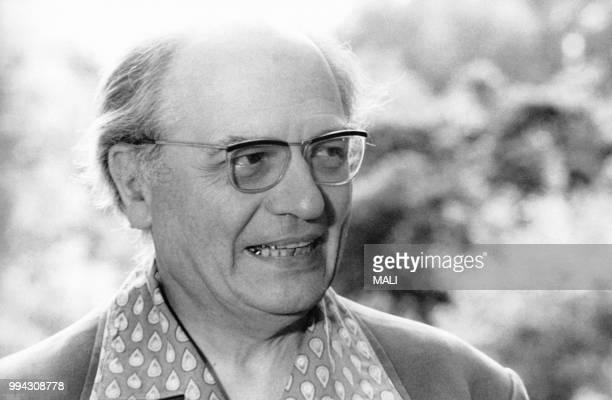 Olivier Messiaen en plein travail avant le grand concert qu'il donnera le jour de Pâques à NewYork avec la première audition américaine de la...